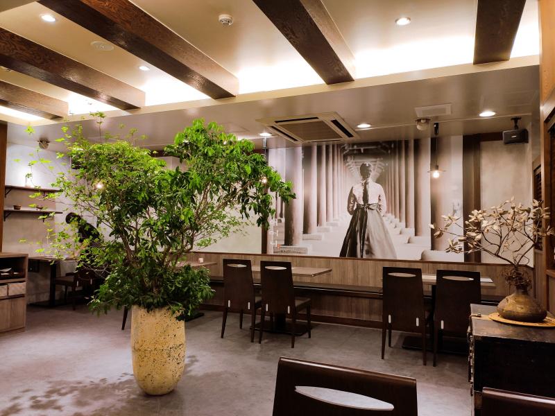 韓国料理オモニ クリスロード店の店内