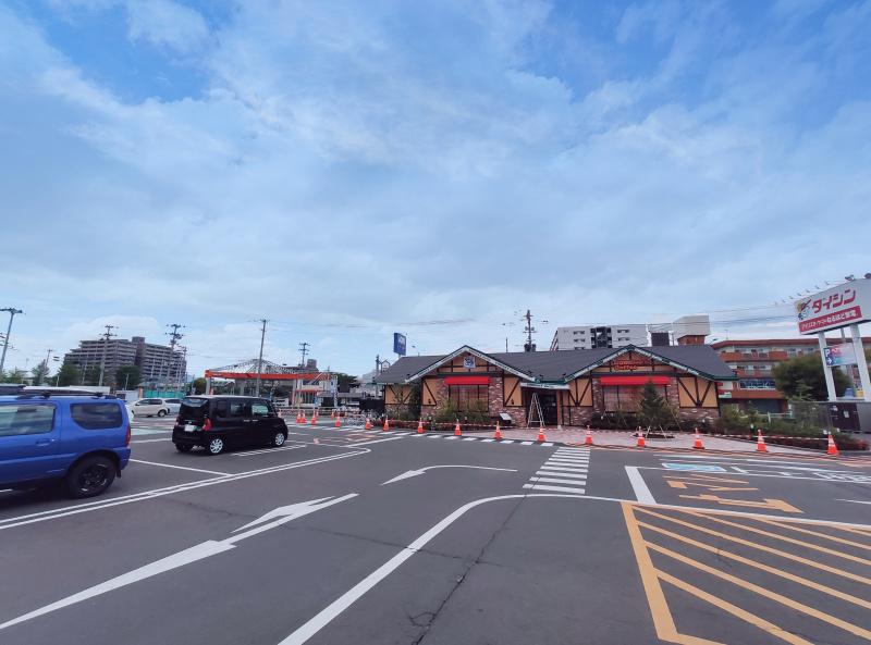 ダイシンの駐車場の一部がコメダ珈琲店 仙台幸町店です