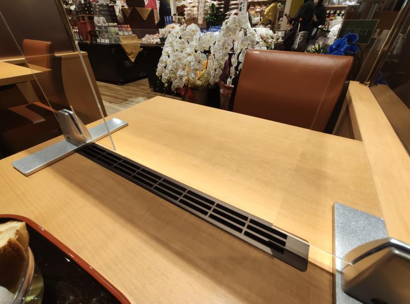 井ヶ田本店の甘味処のテーブル