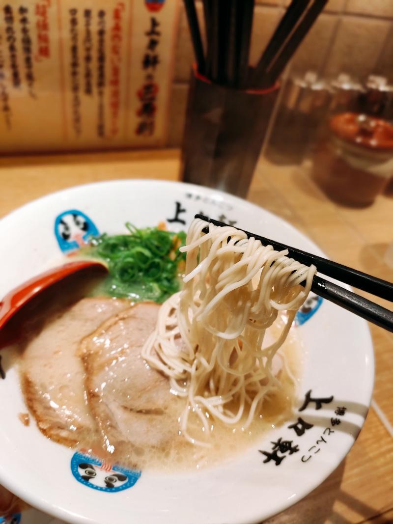 麺は超極細ストレート麺