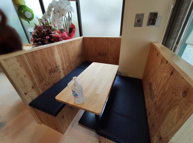 イートインスペースのテーブル席